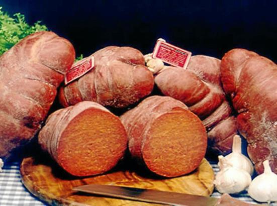 Eine geschützte geografische Herkunftsbezeichnung gibt es auf Mallorca auch für die Paprikawurst Sobrassada.