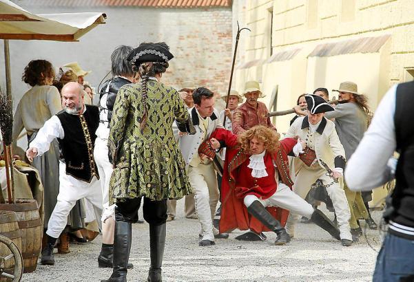 1714: Der katalanische General Josep Moragues wird von den spanisch-französischen Eroberern durch die Straßen von Barcelona gesc