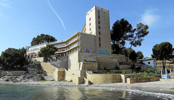 Das Hotel Mar y Pins am Palmira-Strand in Peguera, seit 2013 geschlossen.