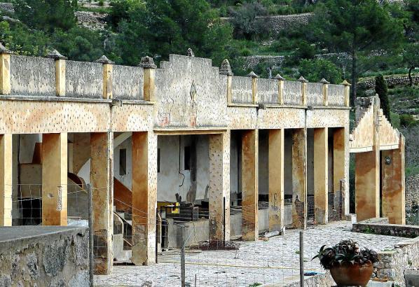 Aus den ehemaligen Stallungen soll eine Wanderherberge werden.