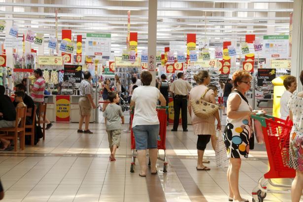 Nicht nur die Einheimischen sorgen für Umsatz in den großen Supermärkten.