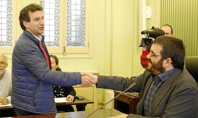 """Vicenç Vidal (rechts) einigt sich auch mit Biel Company (PP) über die Bekämpfung der """"Xylella""""."""
