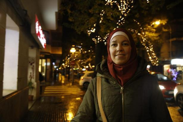 Ana S. darf in Zukunft während der Arbeit ein Kopftuch tragen.
