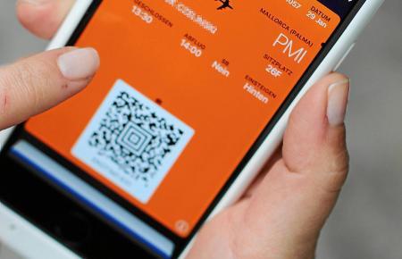 Mehr und mehr Passagiere setzen auf die papierlose Bordkarte bei ihren Mallorca-Flügen