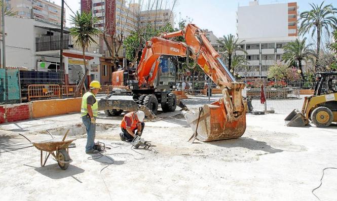 Im April 2014 wurden die ersten und einzigen Arbeiten an der Plaza Reina María Cristina in El Arenal im Süden von Mallorca vorge
