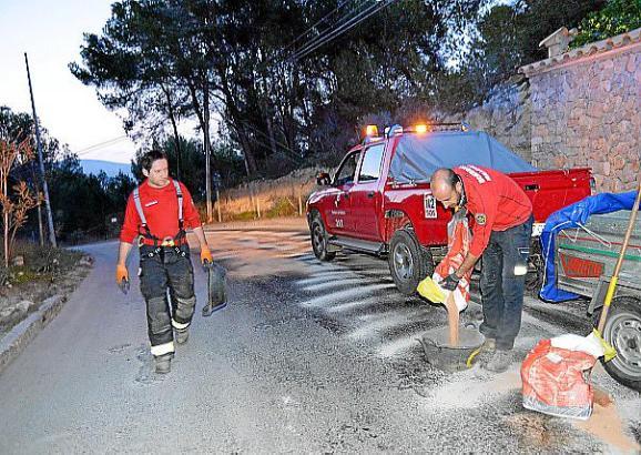 Die Feuerwehr aus Santa Ponça musste mit Bindemittel anrücken.