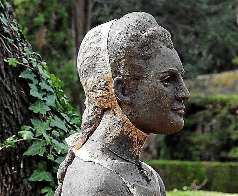 Im Garten der Kartause steht seit einigen Wochen eine Büste von Catalina Homar