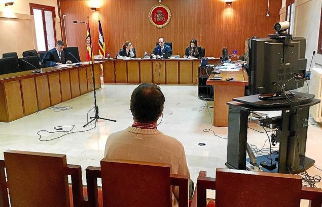 Der Angeklagte Deutsche vor Gericht in Palma de Mallorca.