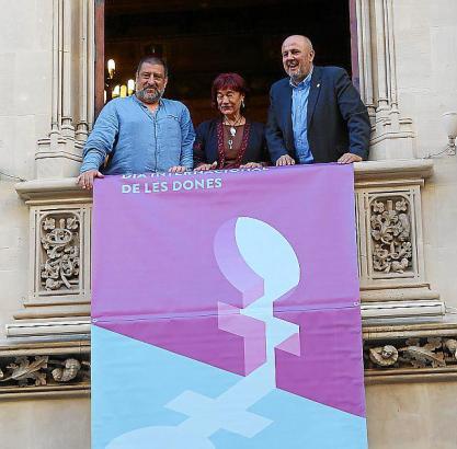 Inselratspräsident Miquel Ensenyat, Gleichstellungsbeauftragte Nina Parrón und Jesús Jurado vom Präsidialamt.