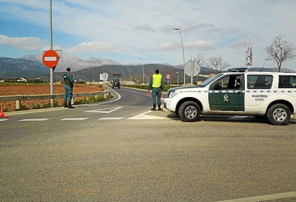 Straßensperre der Guardia Civil auf Mallorca.
