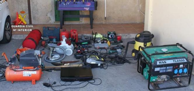 Die Guardia Civil fotografierte die große Anzahl an Werkzeug, die in dem Haus des Mannes in Cala Rajada im Nordosten von Mallorc