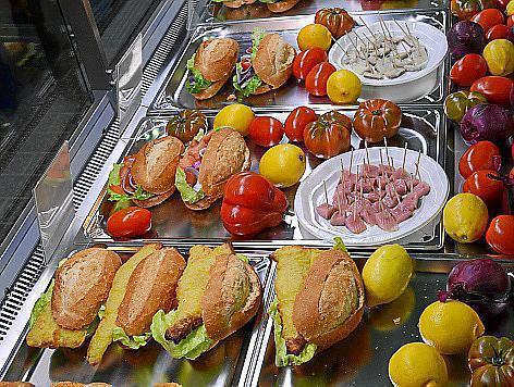 Fischbrötchen in Palma: Matjes und Co. werden dafür frisch aus Deutschland importiert.