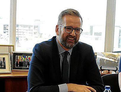 Der britische Generalkonsul aus Barcelona, Lloyd Millen, am Mittwoch in Palma kurz bevor er von den Terroranschlägen erfuhr.