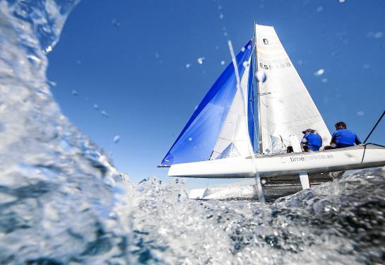 """Für Fotografen, die mit einem Boot nah dran sind, bietet die Regatta """"Trofeo Princesa Sofía"""" immer wieder packende Motive."""