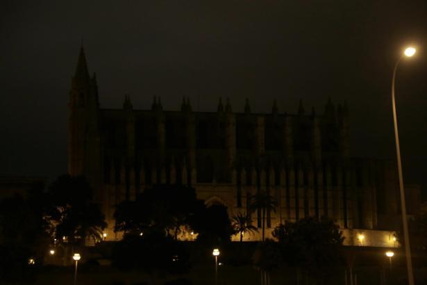 """So sah es während der """"Earth Hour"""" im vergangenen Jahr aus: Palmas Kathedrale liegt im Dunkeln."""