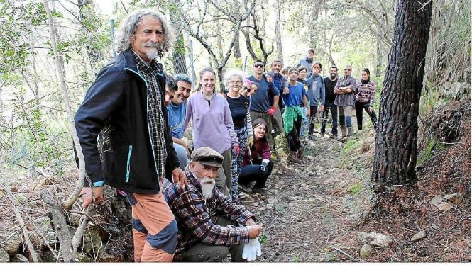 "Freiwillige Helfer der Umweltschutzgruppe ""Gadma"" auf Mallorca legten am Samstag den Camí des Coll d'en Simonet von Binissalem n"