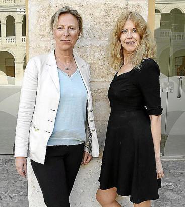 Christiane Dopp (l.) und Birgit Heidsiek informierten Palma über die Möglichkeiten von ökologisch nachhaltigen Dreharbeiten.