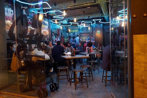 Streetfood-Restaurant und Take Away in einem: Das neue Padthaiwok am Paseo Marítimo in Palma bietet klassische Thaiküche.