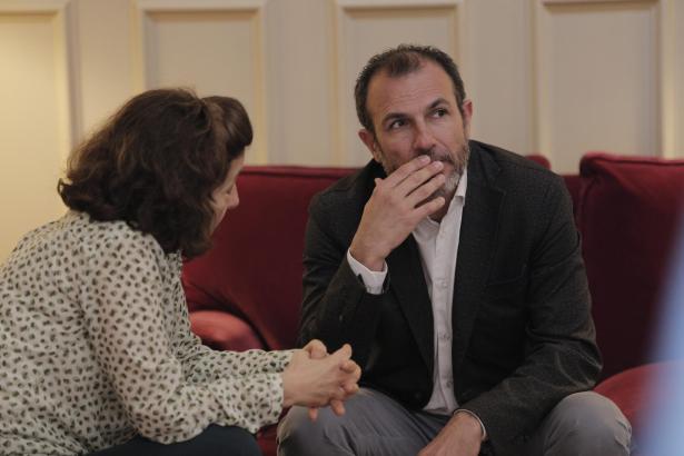 Tourismusminsiter Biel Barceló im Gespräch mit Sozialministerin Fina Santiago.