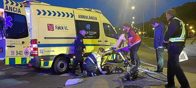 Sanitäter versorgten die junge Frau nach dem Unfall