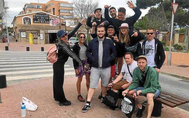 Die ungewöhnliche Reisegruppe aus dem Vereinigten Königreich.