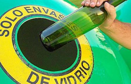 Altglas wird in Bunyola gesäubert und zerkleinert. Weiterverarbeitet wird es allerdings auf dem Festland.