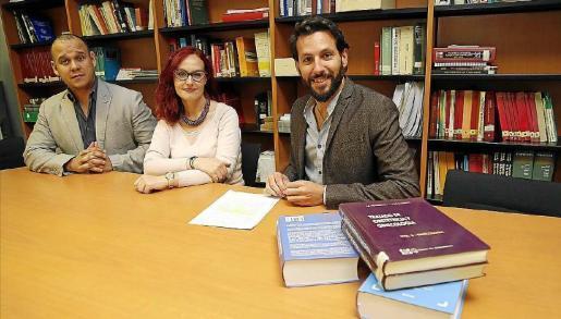 Die Wissenschaftler Ernesto Medio, Gloria Gutiérrez und Borja Moreno arbeiten für die balearische Gerichtsmedizin.