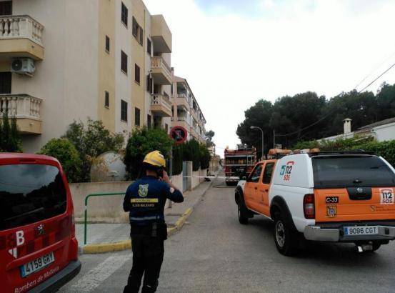 Feuerwehrleute haben wegen des Gas-Alarms in einer Schule eine ganze Straße in Cala Rajada gesperrt.