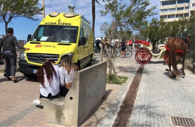 An der Playa de Palma ist die Kutsche mit einem Transporter kollidiert