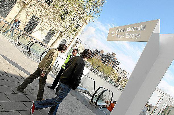 Die Estació Intermodal ist ein unterirdischer Bus- und Bahnhof an der Plaça d'Espanya
