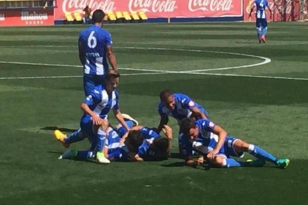 Hier bejubeln die Kicker von Atlético Baleares den Treffer zum zwischenzeitlichen 2:0 bei Villarreal B, den Fullana in der 37. M