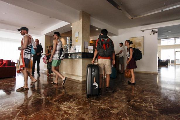 Gäste müssen bei Ankunft im Hotel die Übernachtungssteuer bezahlen.