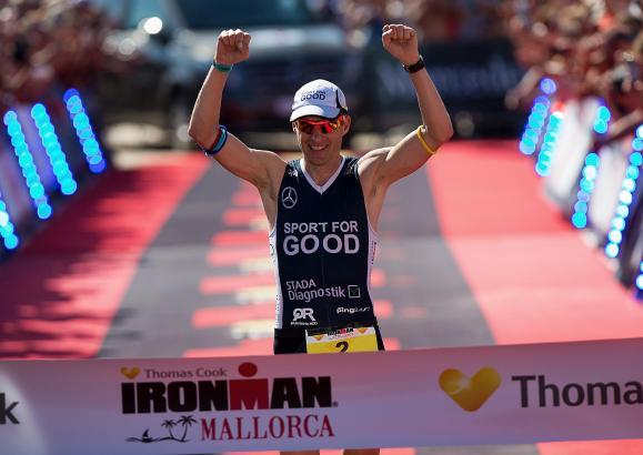 """Der neunfache Ironman-Gewinner Timo Bracht (41, Team """"Sport for Good"""") bei seinem Sieg auf Mallorca 2015"""