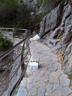 An den Wegen im Torrent de Pareis liegt überall der Müll.