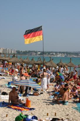 Deutsche an der Playa de Palma auf Mallorca.