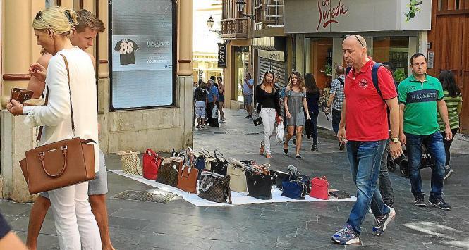 Auch am Donnerstag geht es in Palmas Stadtrat wieder um den Straßenhandel.