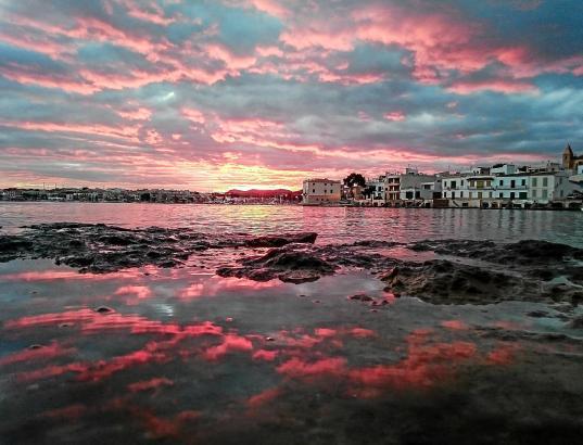 Der Fotograf lebt mit seiner Familie in Portocolom. Am Hafen und an den Stränden in dem südwestlichen Ort der Insel entstehen di