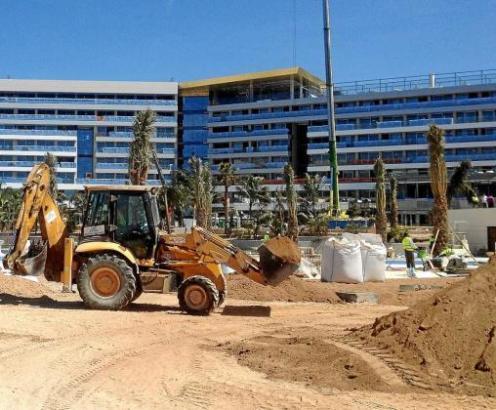Arbeiten an einer Hotelbaustelle an der Playa de Palma.