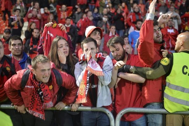 Der Abstieg ist amtlich. Und den Real-Mallorca-Fans steht das Entsetzen ins Gesicht geschrieben.