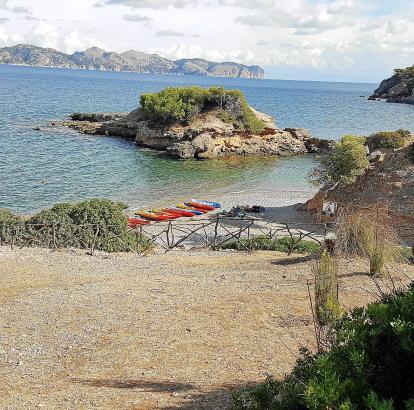 Der Strand S'Illot verfügt nur über einen kleinen Parkplatz