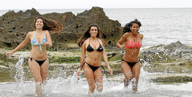 Drei Mallorca-Models präsentieren die neuesten Bikini-Trends. Vor allem wenig Stoff ist angesagt