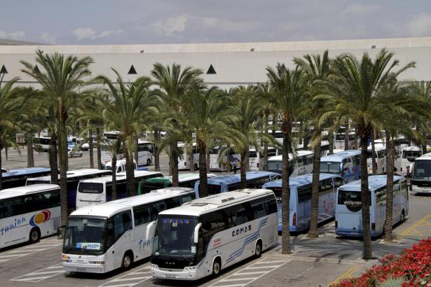 Die privaten Busunternehmen wollen auf den Balearen ihre Flotten bis 2023 zur Hälfte erneuern.