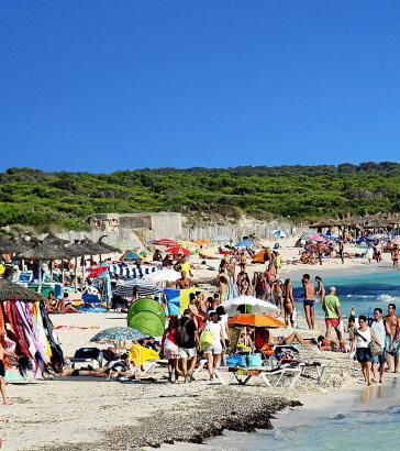 Der Strand Es Trenc ist bei Urlaubern sehr beliebt