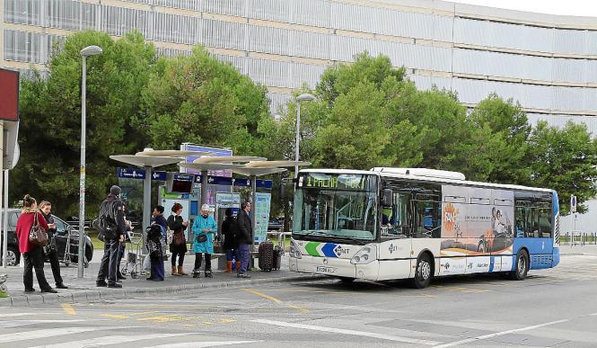 Mit der Linie 1 kommt man von Palmas Flughafen in die Stadt und weiter bis zum Hafen.