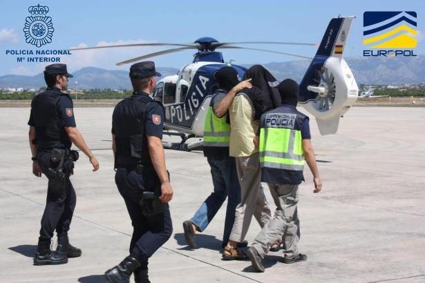 Die Verdächtigen wurden per Hubschrauber von Mallorca nach Madrid gebracht.