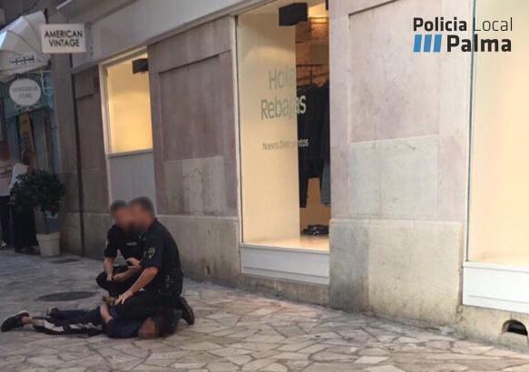 Die Festnahme des Mannes, der deutsche Urlauber mit einer Waffe bedrohte, erfolgte auf der Plaça del Mercat.