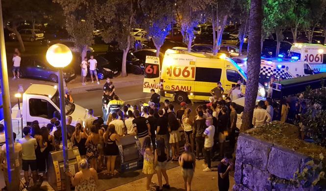 An Palmas Paseo Marítimo kam es zu einer Massenschlägerei.