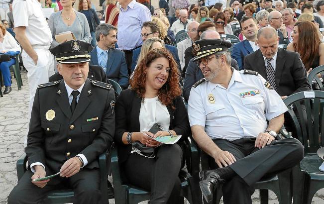 Polizeispitzen in Palma (v.l.): Josep Palouzié (Lokalpolizei), Angélica Pastor (Polizeidezernentin Palma) und Antonio Jarabo (Na