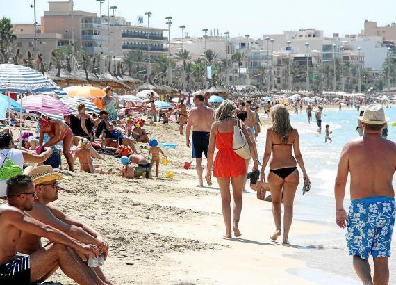 Voller Strand und volle Kassen: Am liebsten sind auf Mallorca ohnehin die Urlauber mit dem dicken Geldbeutel gesehen