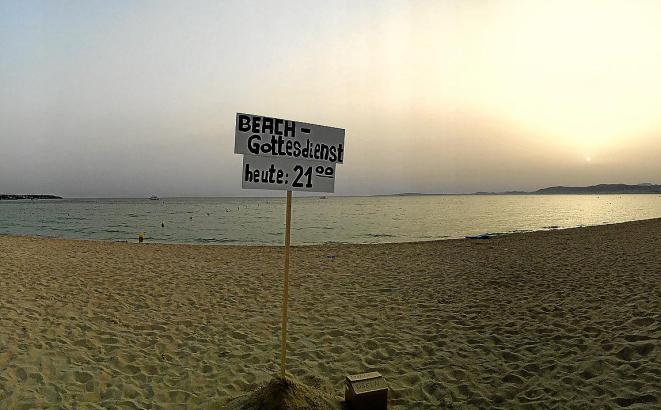 Die Gottesdienste am Strand finden ab Dienstag, 1. August, täglich gegen 21.30 Uhr und 23 Uhr gegenüber vom Megapark statt. Dies